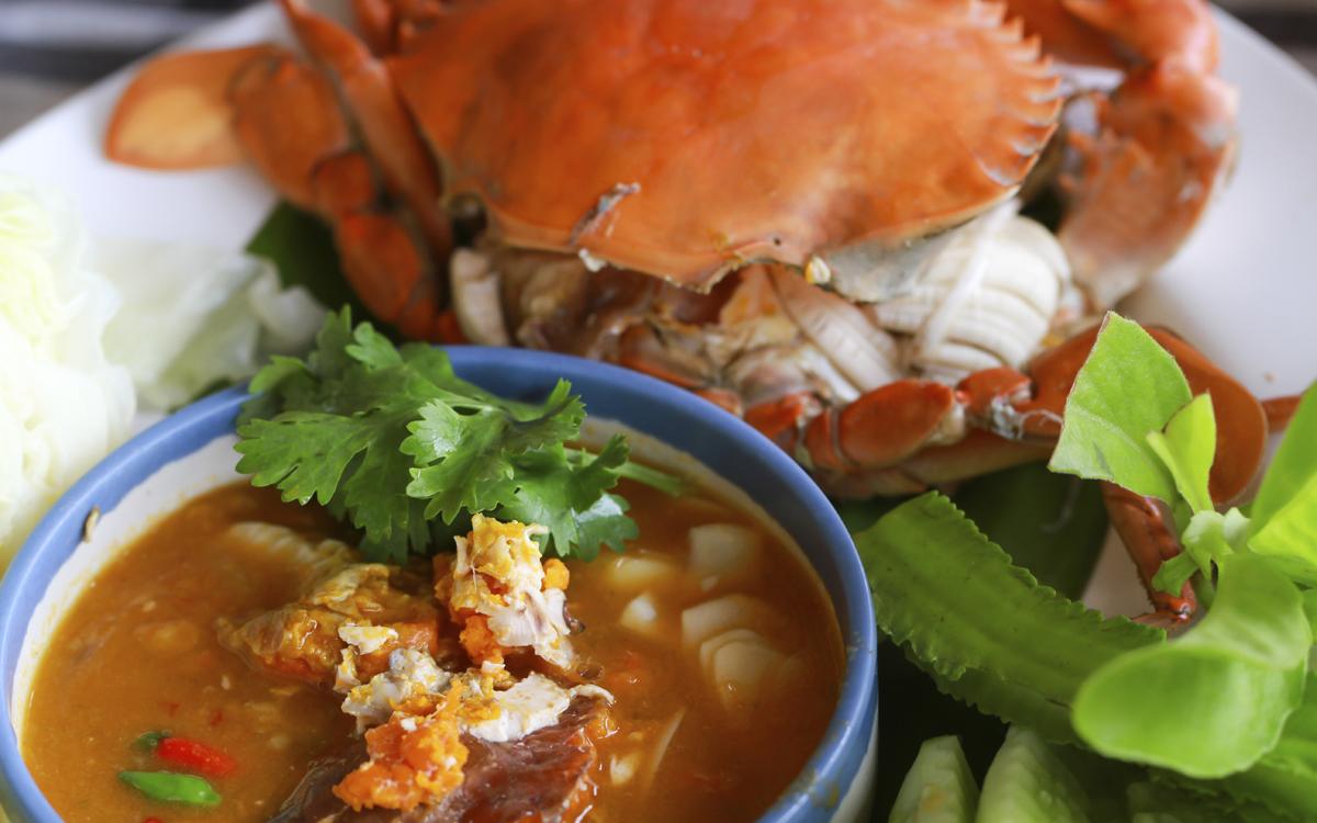 Sopa de marisco picante tailandesa