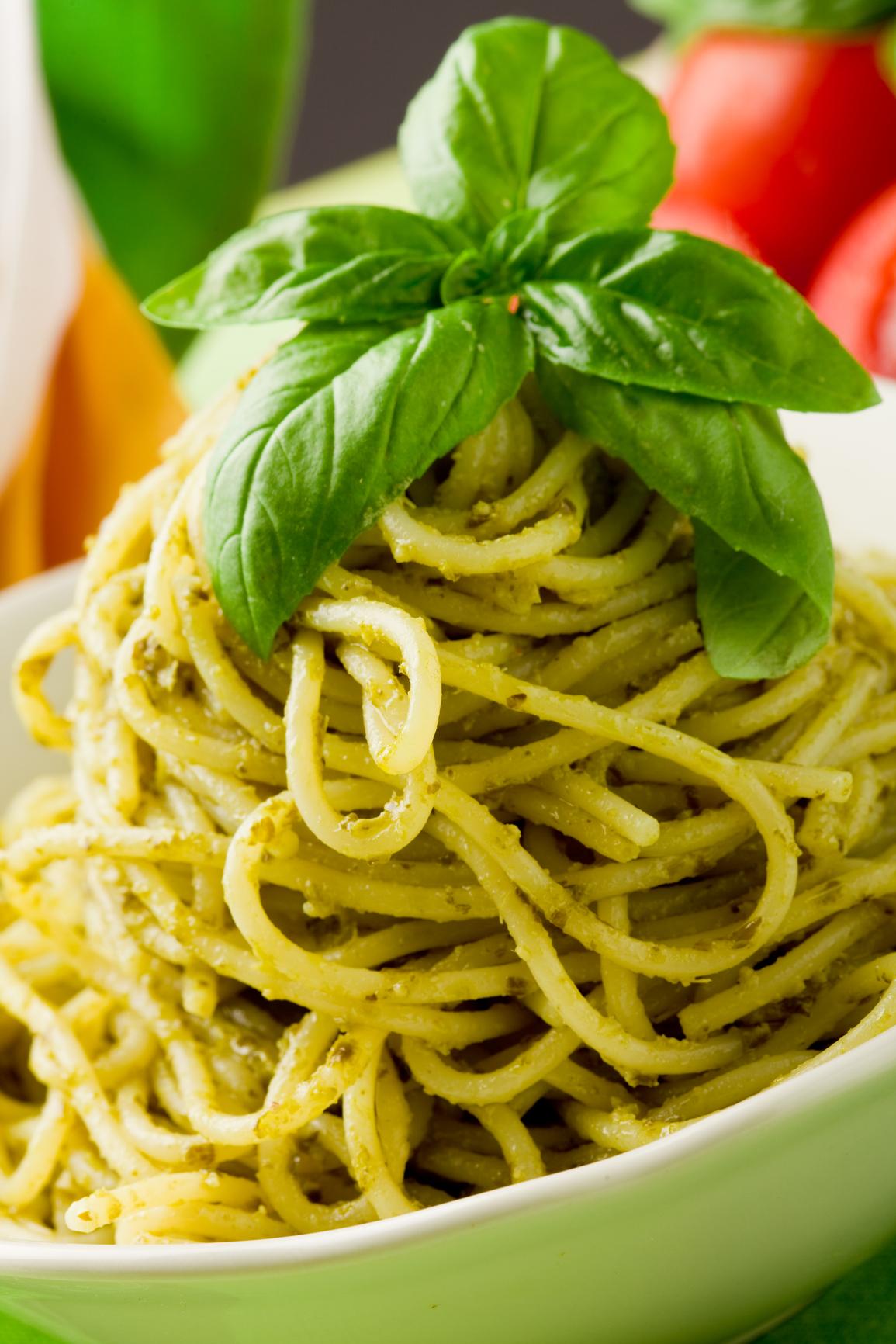Spaguettis con espinacas y pesto