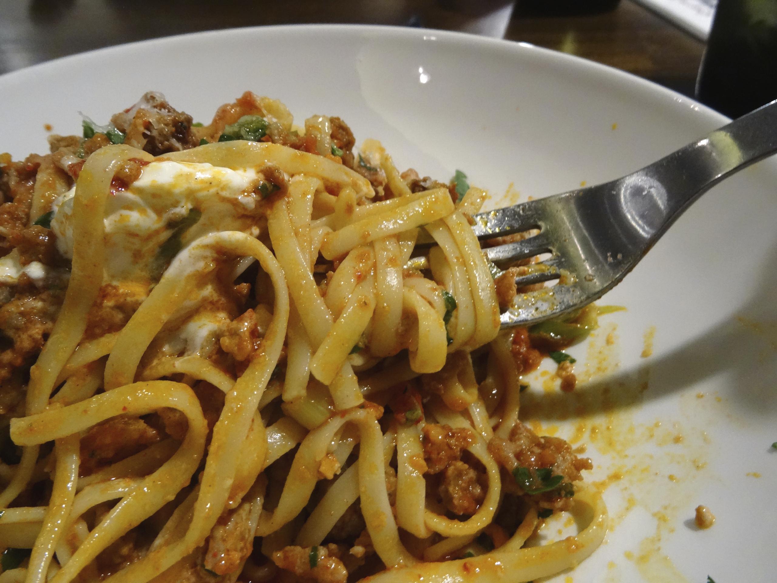 Tagliatelle con boloñesa y mozzarella