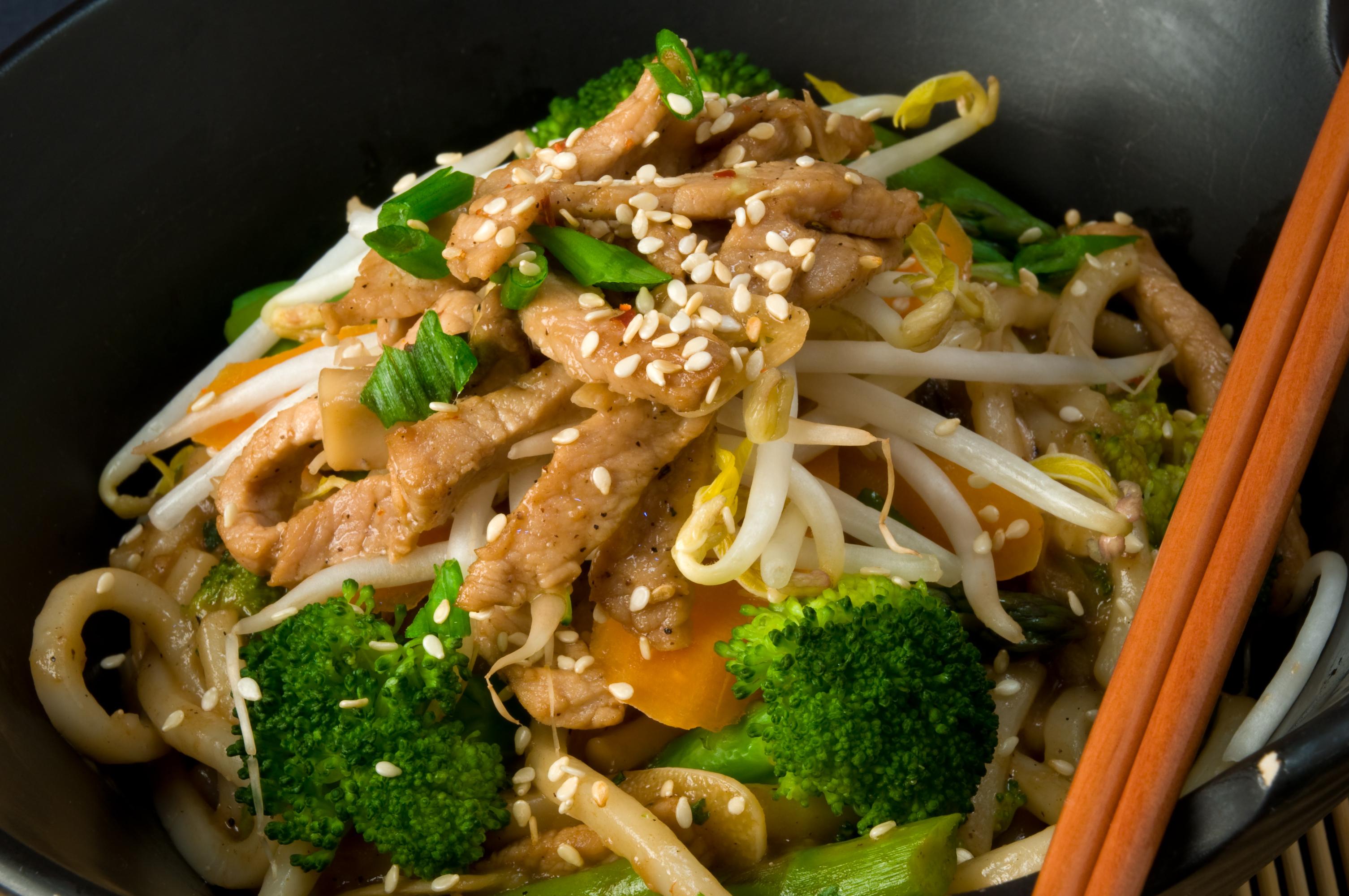 Tallarines chinos en wok