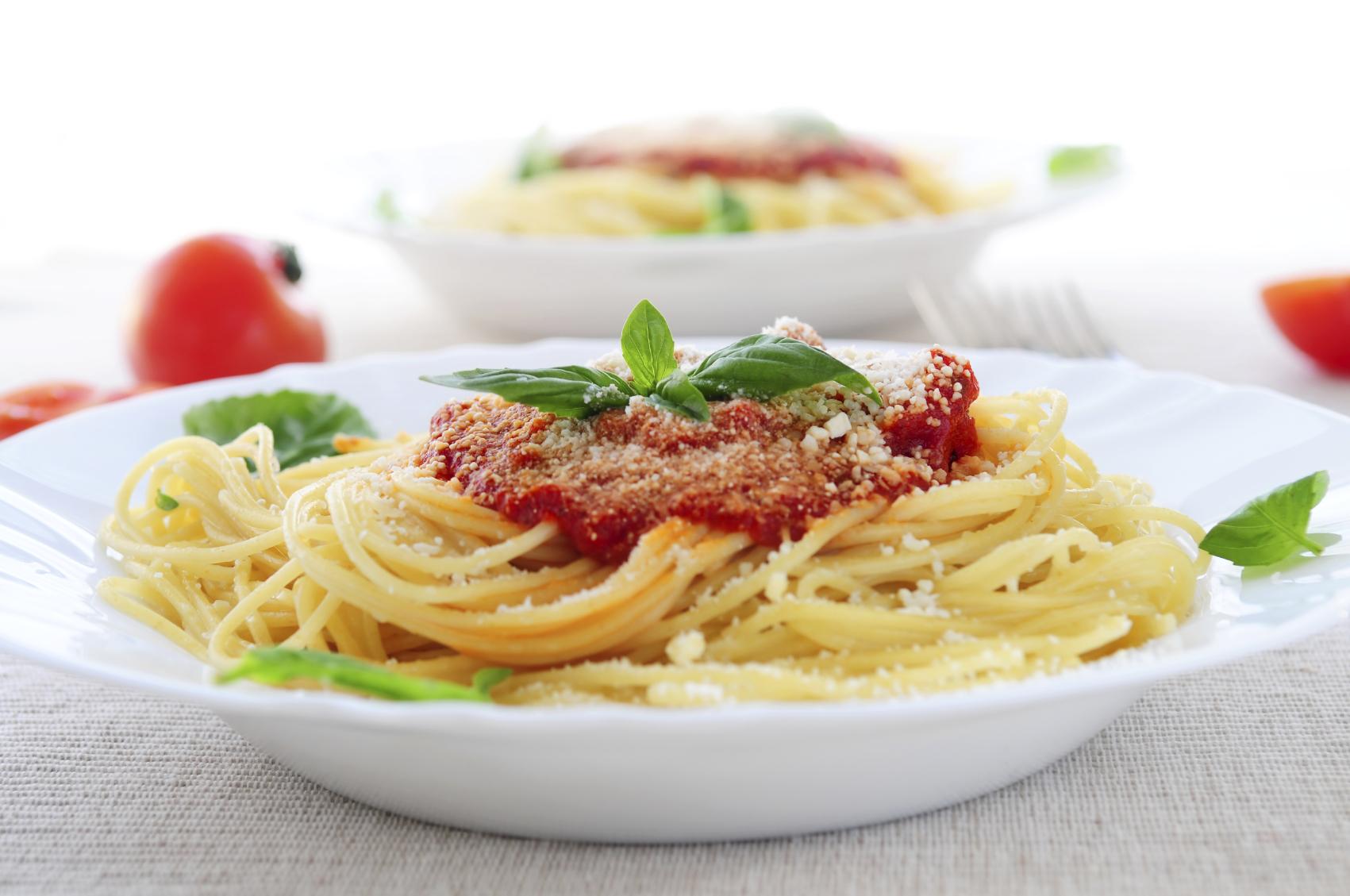 Espagueti con salsa de tomates frescos
