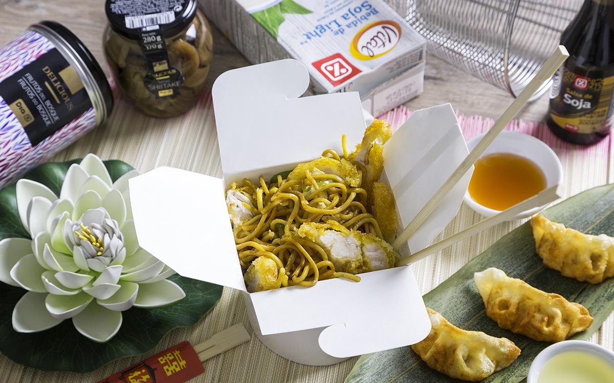 Tallarines chinos con pollo al limón
