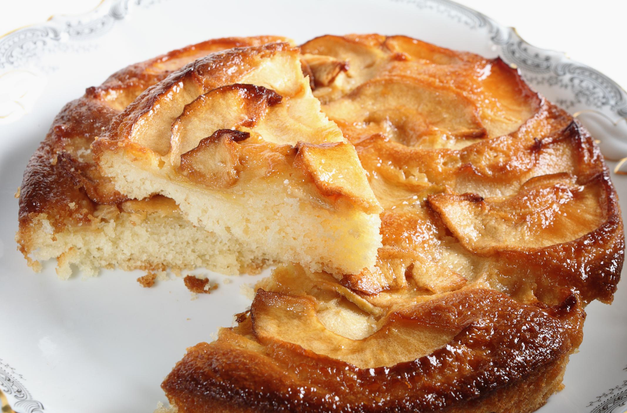 Tarta con compota de manzana y mermelada