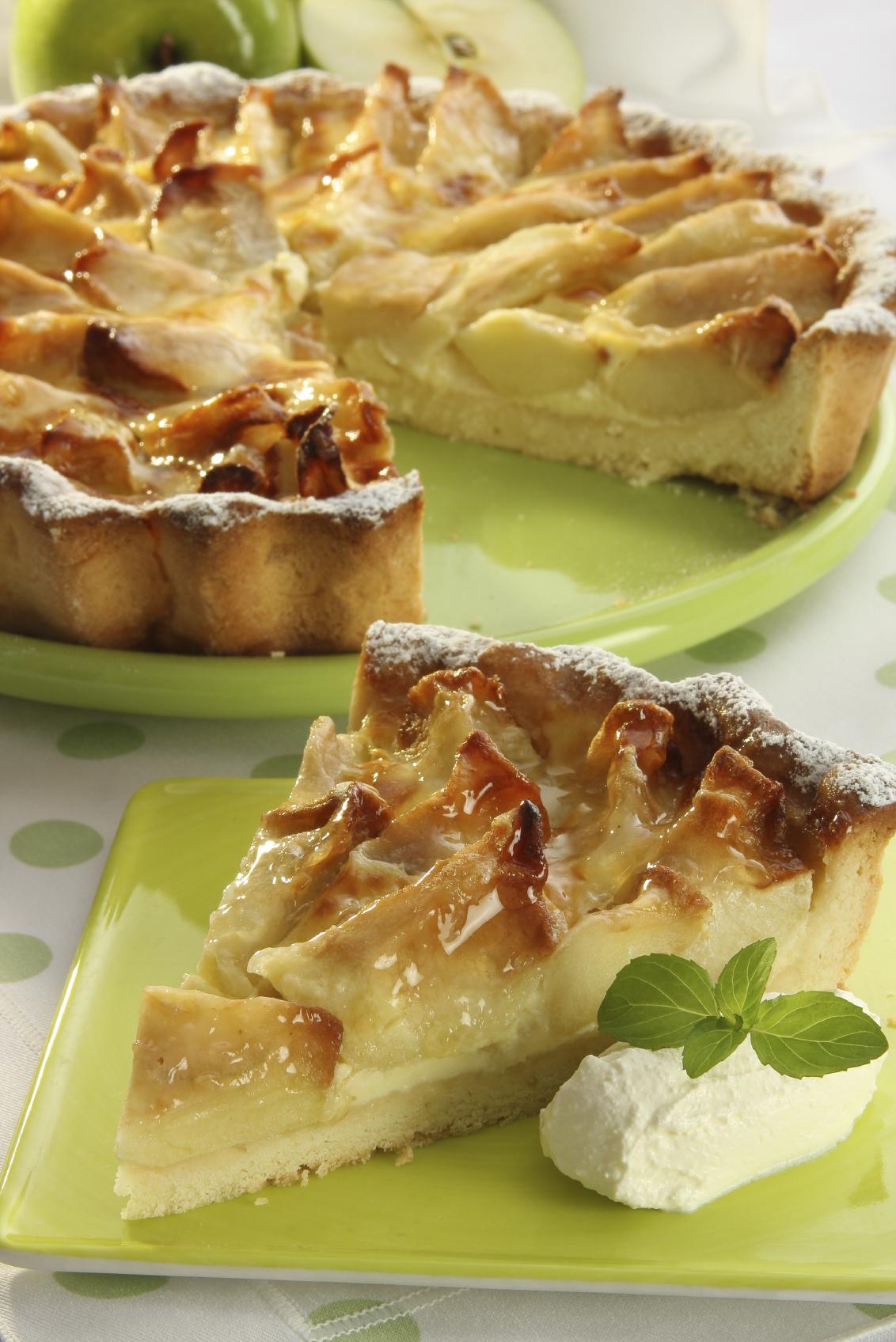 Tarta con crema de castañas, requesón y manzana