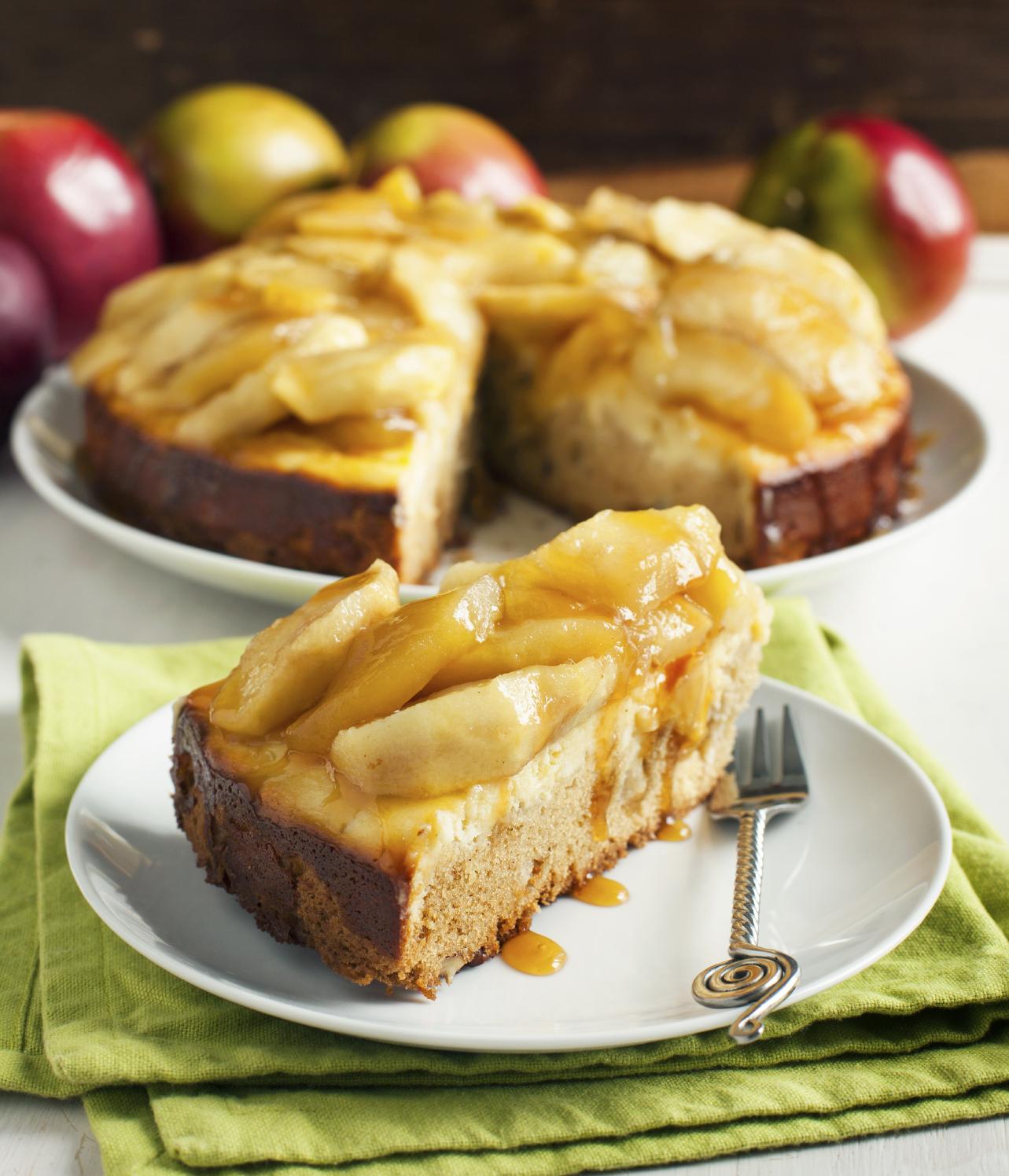 Tarta de pan con requesón y manzanas