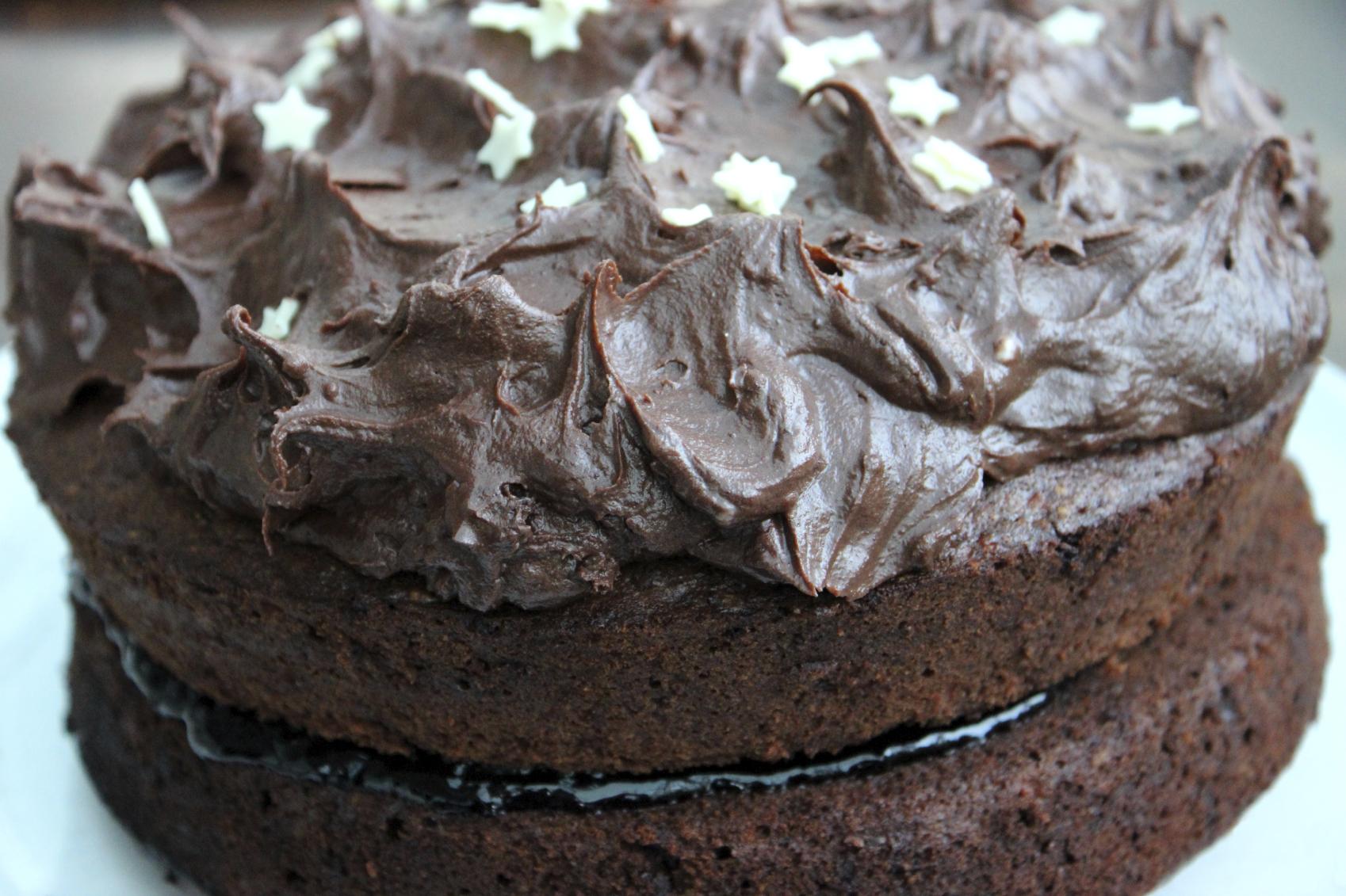 Tarta rellena y baño de chocolate