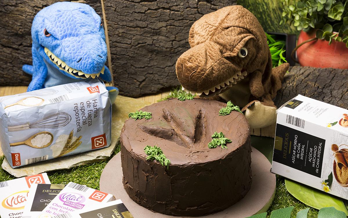 Tarta huella de dinosaurio
