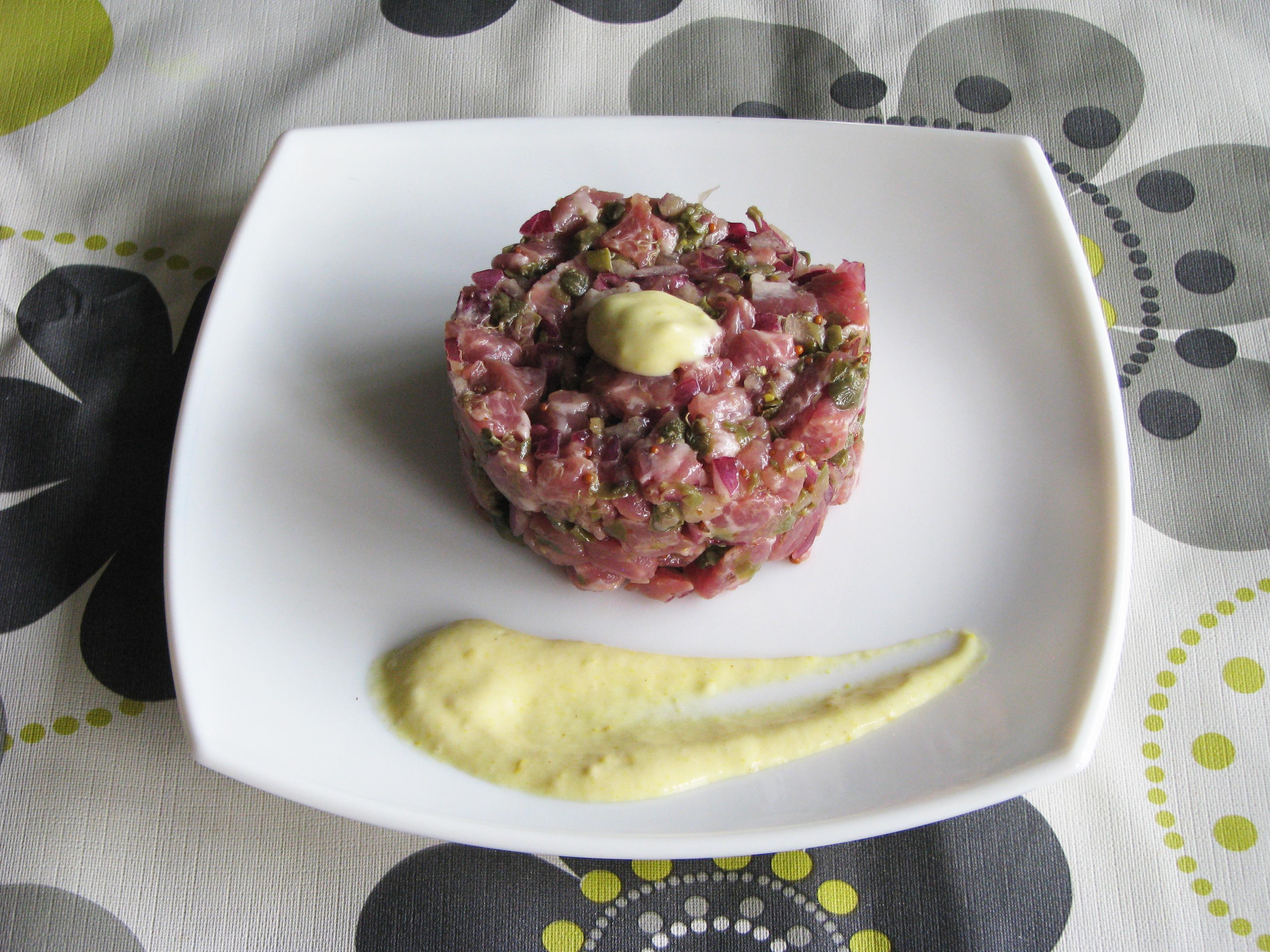 Tartar de presa ibérica con mayonesa de mostaza