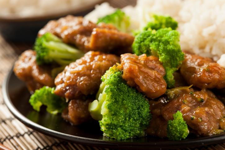 Ternera con brócoli y salsa de ajo