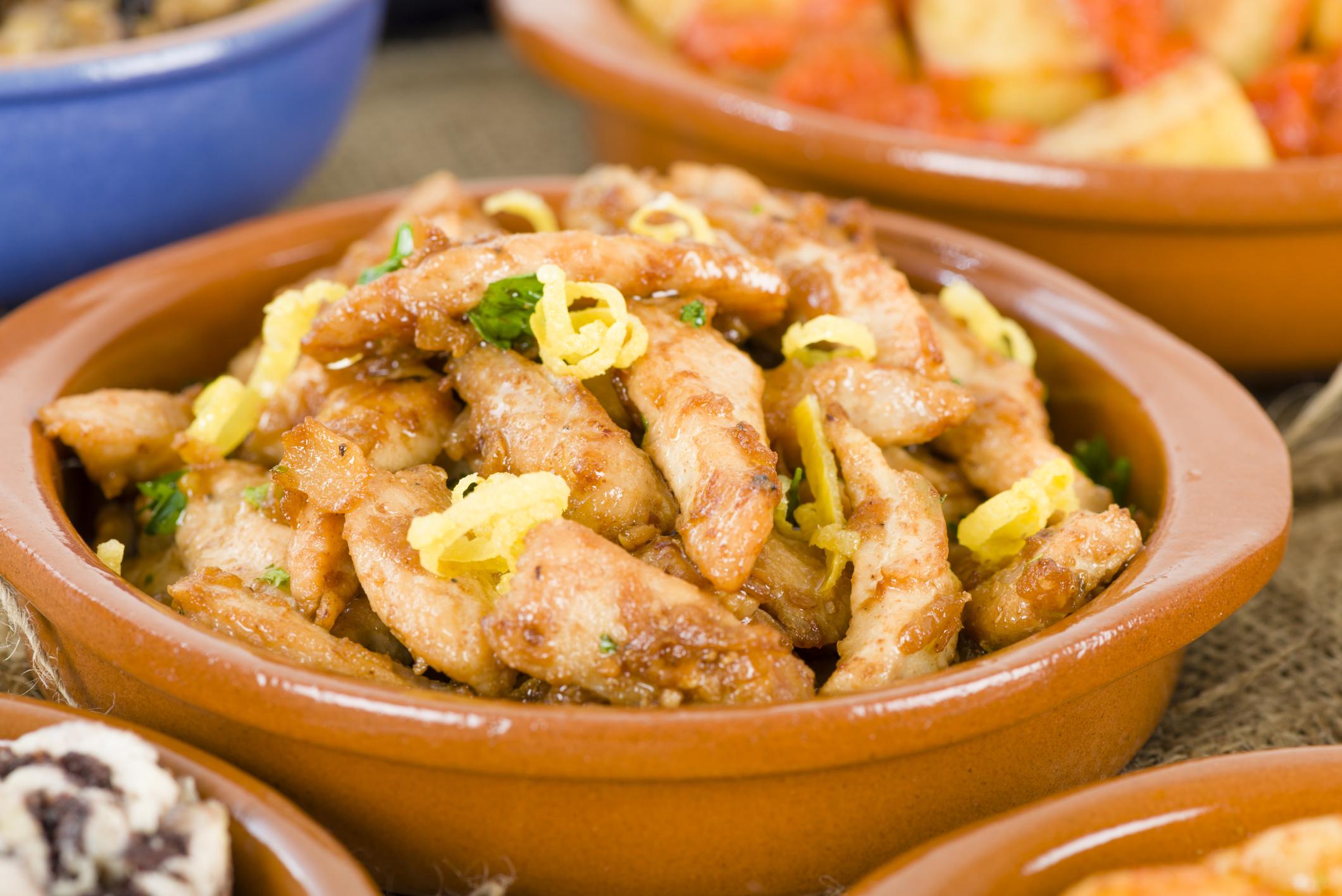 Tiras de pechuga de pollo al ajillo