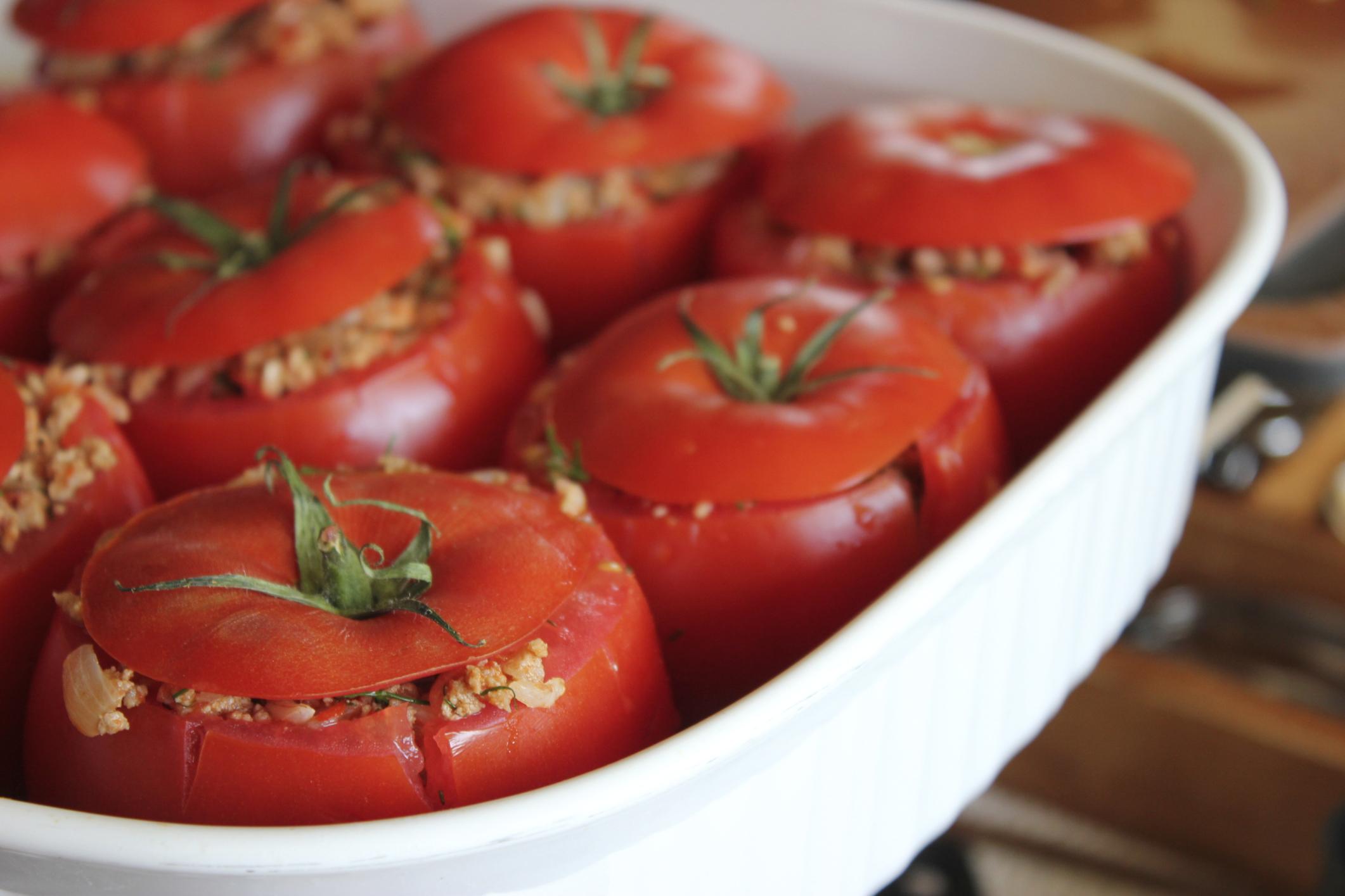 Tomates rellenos de carne picada y verduras