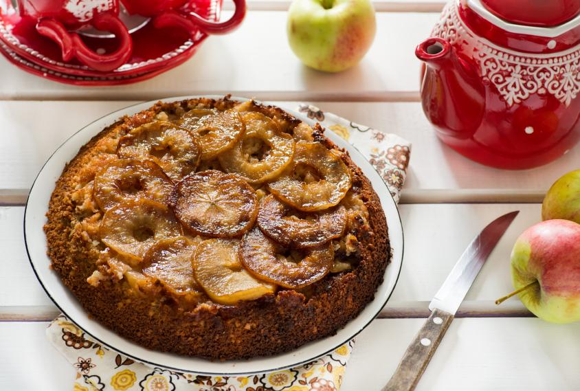 Torta invertida con frutas