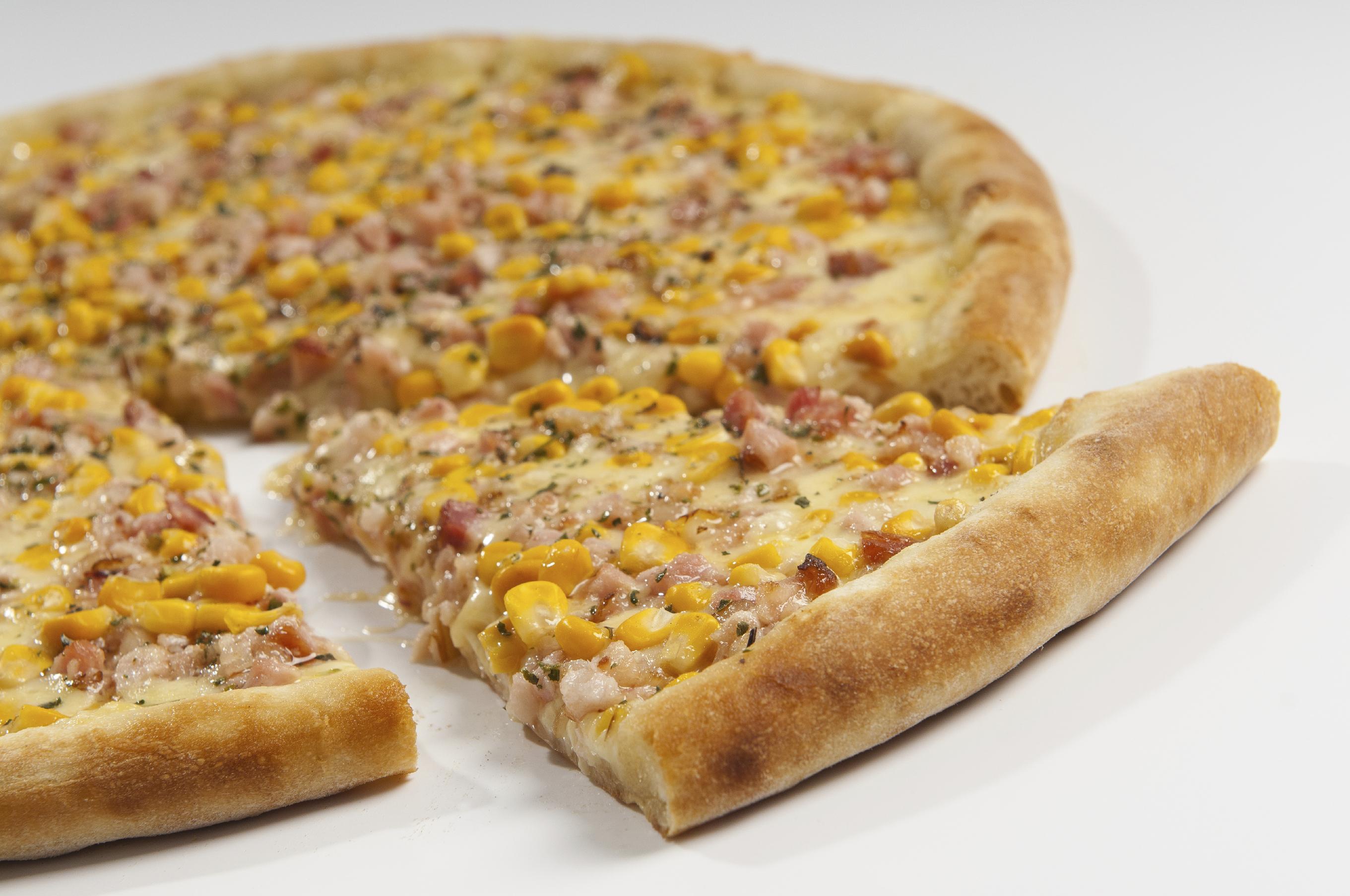 Pizza de jamón y maíz