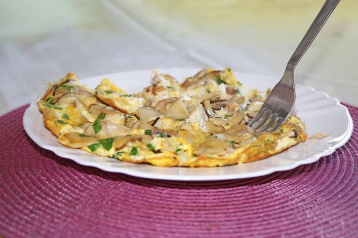 Tortilla de ajos, champiñones y atún