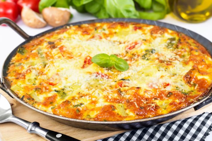 Tortilla de verduras, gratinada con queso