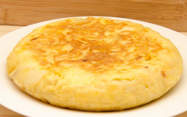 Tortilla de patatas con cebolla tierna