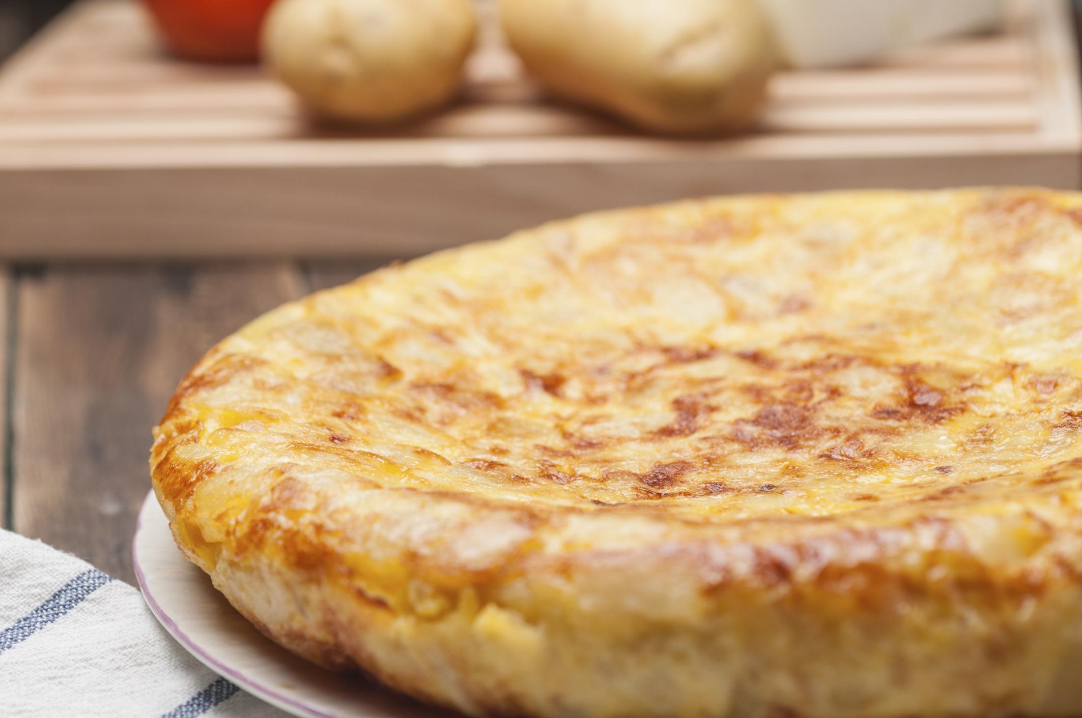 Tortilla rellena de jamón york y queso