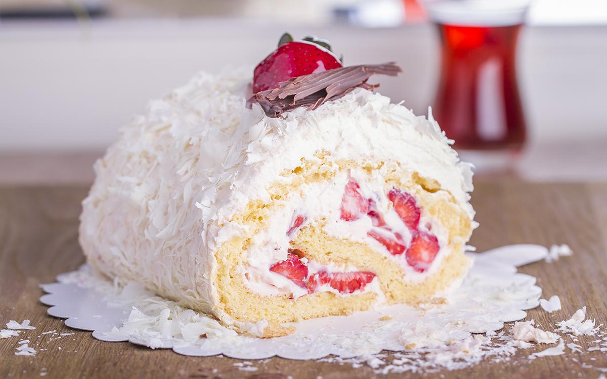 Tronco de nata y fresas