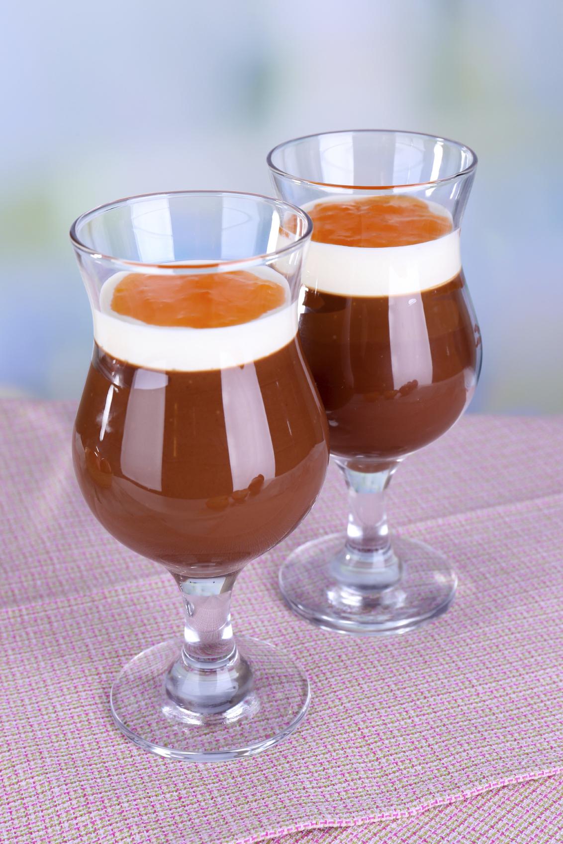 Vasitos de chocolate con crema de naranja