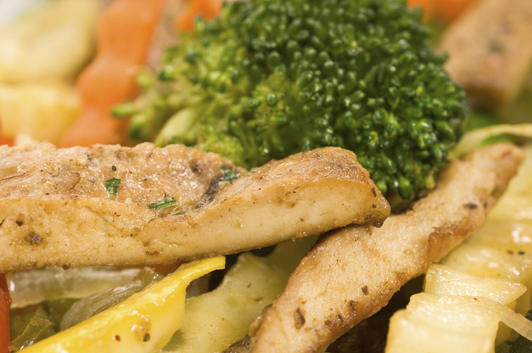 Vegetales al vapor con pechuga de pollo