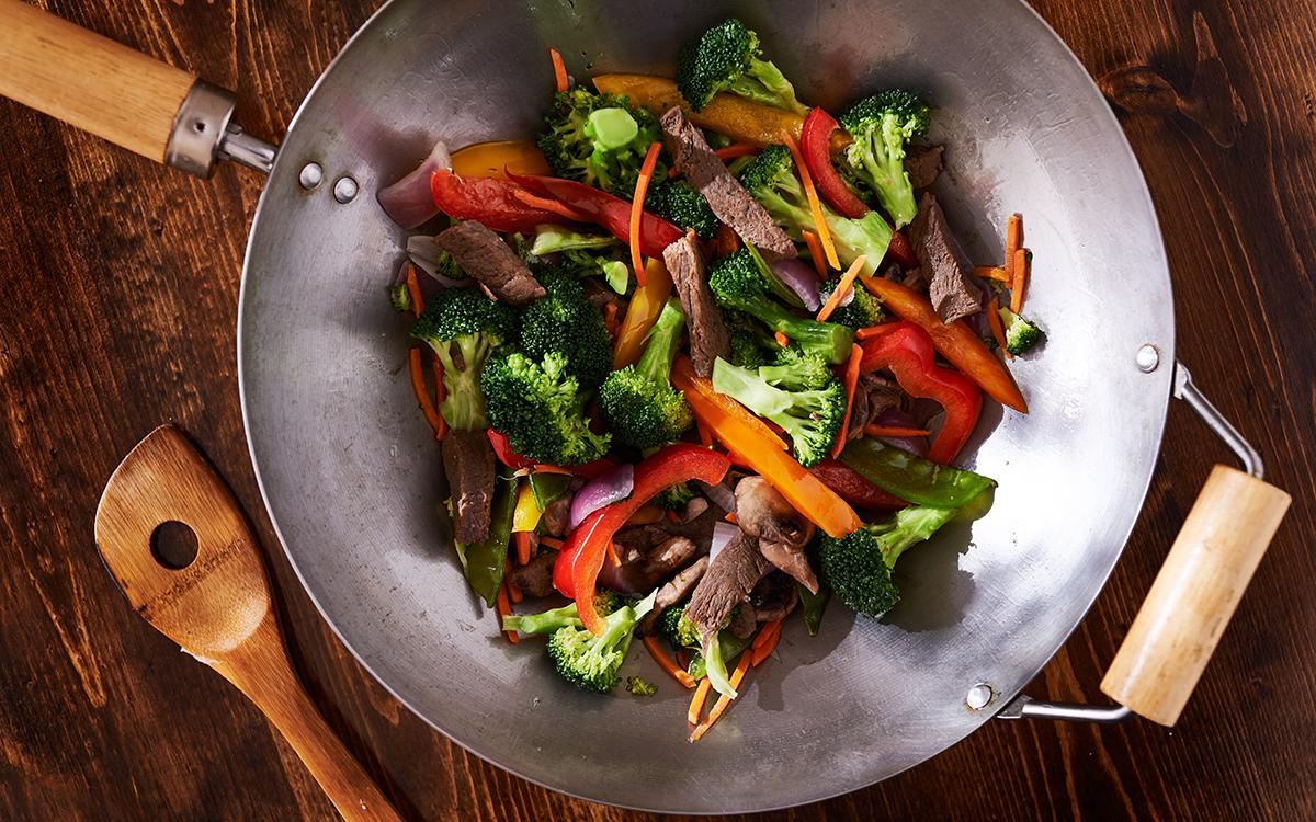 Wok de ternera con setas y verduras