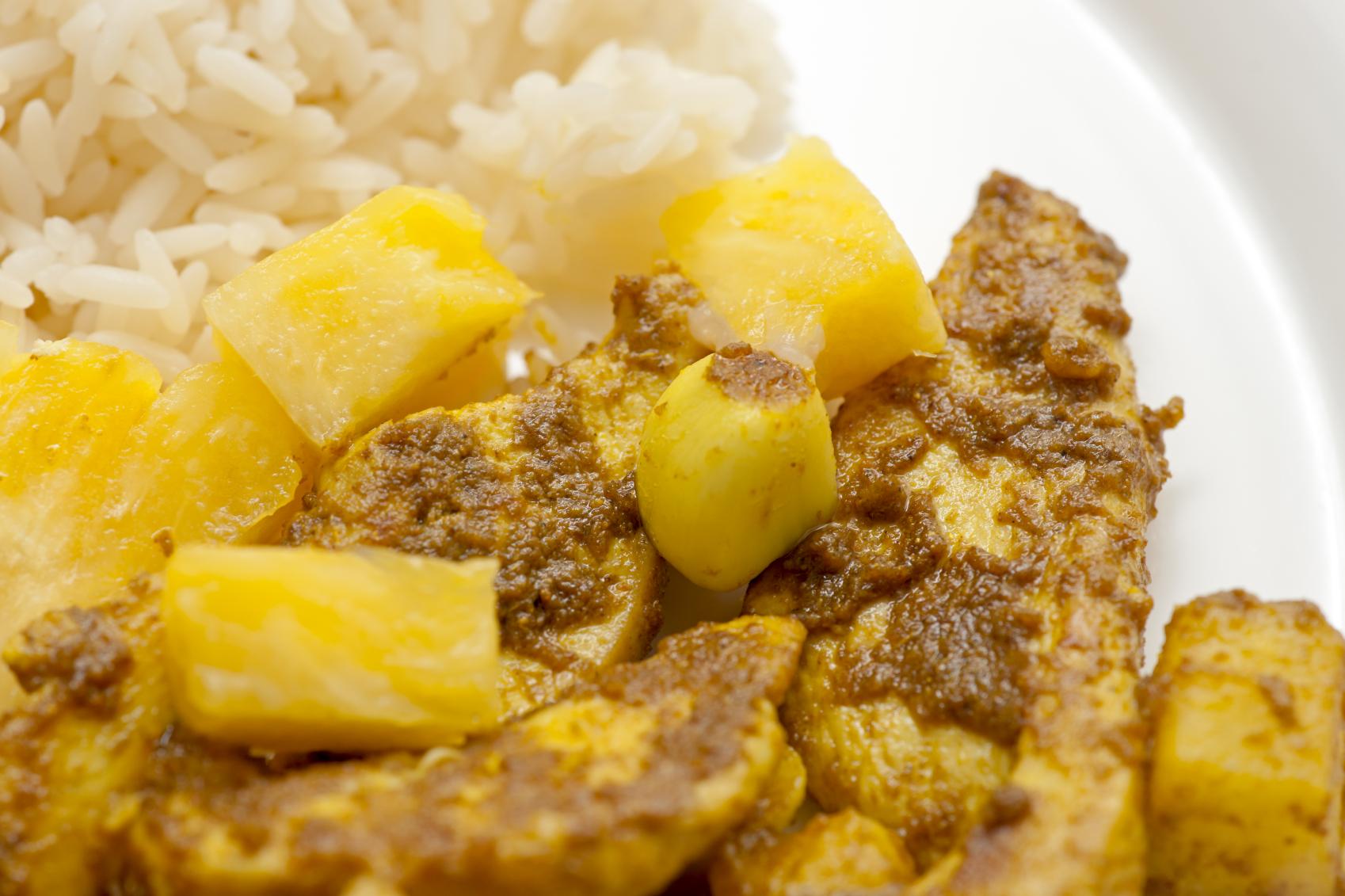 Wok de pollo al curry con piña