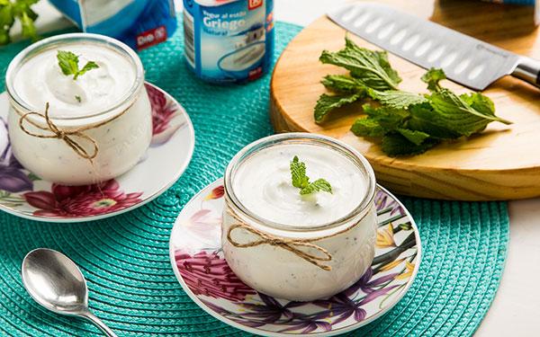 Yogur casero con hierbabuena